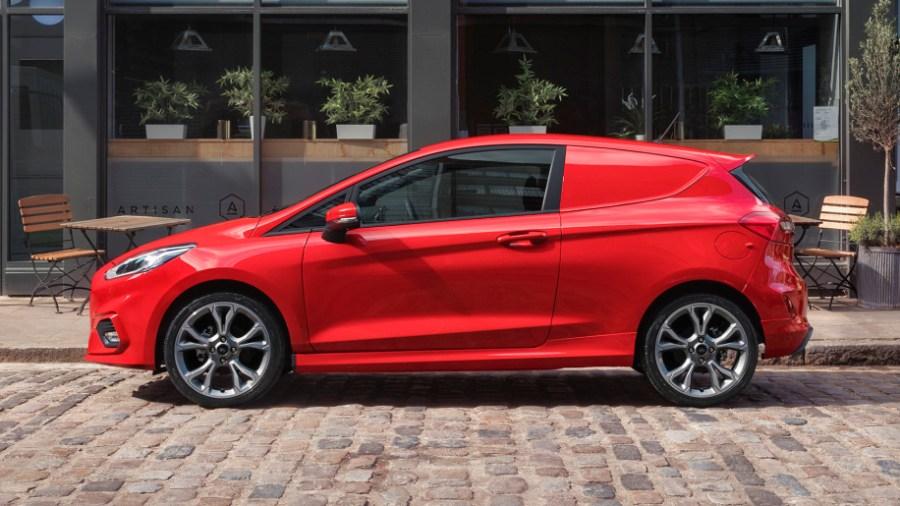 Ford Fiesta 竟然有商用車版本,跟你認知的商用車不一樣 2018-ford-fiesta-van-03-1-900x506