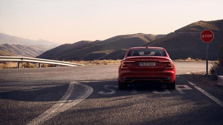 全新第三代 Volvo S60 正式發表,只有汽油與油電混合動力選項 230840-new-volvo-s60-r-design-exterior-1