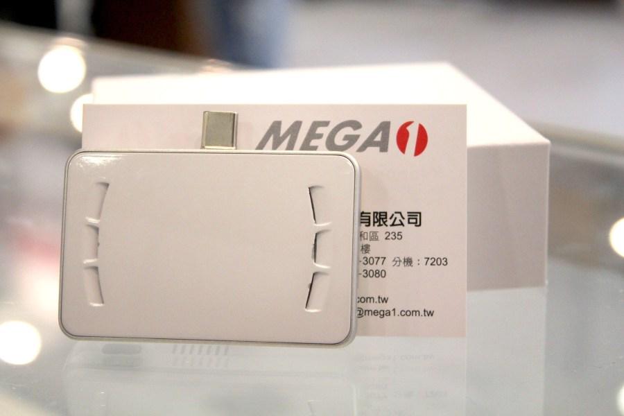 比你手上名片還要小的 MEGA 1-F1 超微型雷射投影卡 IMG_0838-900x600