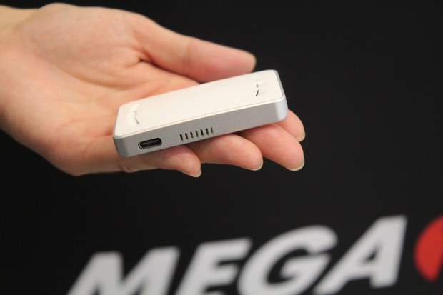 比你手上名片還要小的 MEGA 1-F1 超微型雷射投影卡 IMG_0843-900x600