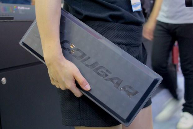兼具工藝設計的德國 COUGAR 機械式極速銀軸電競鍵盤 IMG_0877-900x600