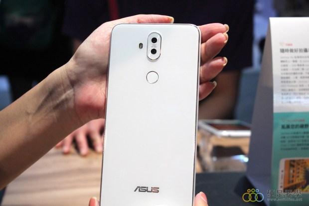 把孔劉帶回家!ZenFone 5 推「孔劉限定版」,新色「雪花白」超美登場 IMG_9730-900x600