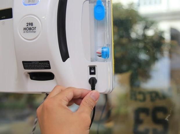 歲末大掃除讓HOBOT-298玻妞擦窗機器人幫忙,讓玻璃輕鬆恢復光亮 IMG_9019-1