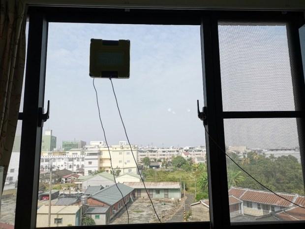 歲末大掃除讓HOBOT-298玻妞擦窗機器人幫忙,讓玻璃輕鬆恢復光亮 image058