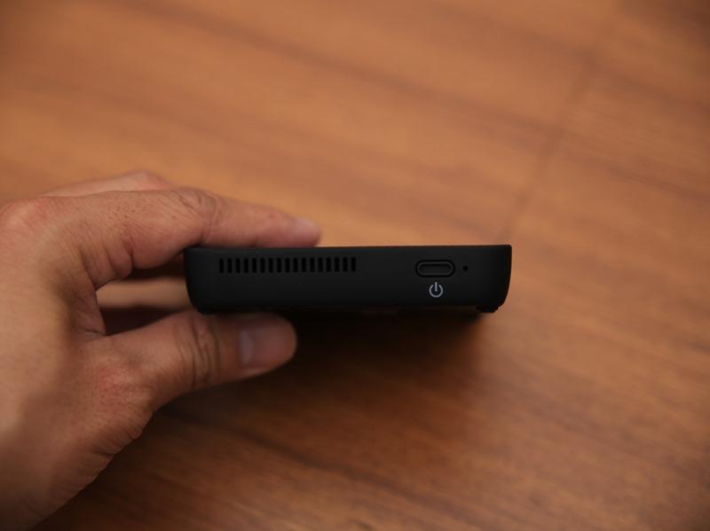 QHL酷奇口袋輕巧無線投影機,手掌大小免插電就能無線投出百吋畫面(支援蘋果/安卓) IMG_9072