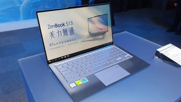 97% 超高螢幕佔比!華碩 ZenBook S13 (UX392) 輕薄筆電只有 1.1 公斤,還有 13.9 吋大螢幕! 20190509_131641