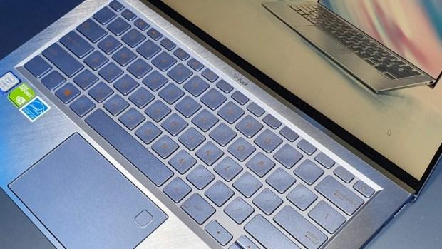 97% 超高螢幕佔比!華碩 ZenBook S13 (UX392) 輕薄筆電只有 1.1 公斤,還有 13.9 吋大螢幕! 20190509_132452