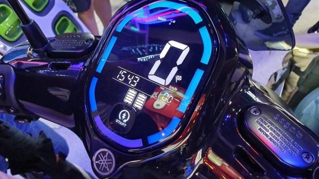 YAMAHA、Gogoro 合作首款電動機車 EC-05 亮相!售價 99,800 元可領補助 20190627_154322