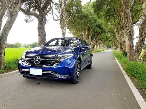 [試駕] 讓人合不攏嘴的賓士首款電動車 Mercedes-Benz EQC 400 4MATIC 運動版 20200502_153923_1