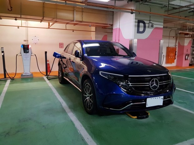 [試駕] 讓人合不攏嘴的賓士首款電動車 Mercedes-Benz EQC 400 4MATIC 運動版 20200502_162913_1