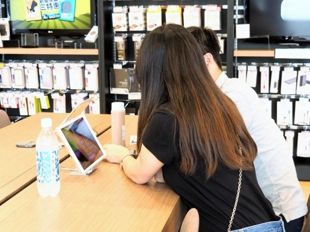 【神腦國際開箱】超舒服的 Apple 手機快修服務,還有星巴克等級的休息區! 9040434