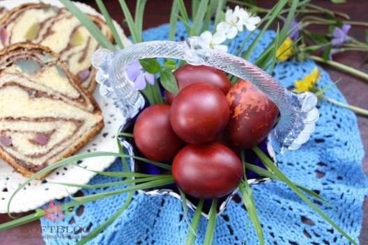 oua rosii vopsite