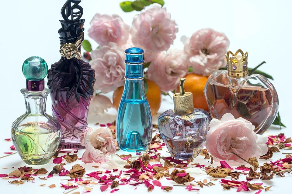 5 motive să cumperi și să folosești un parfum