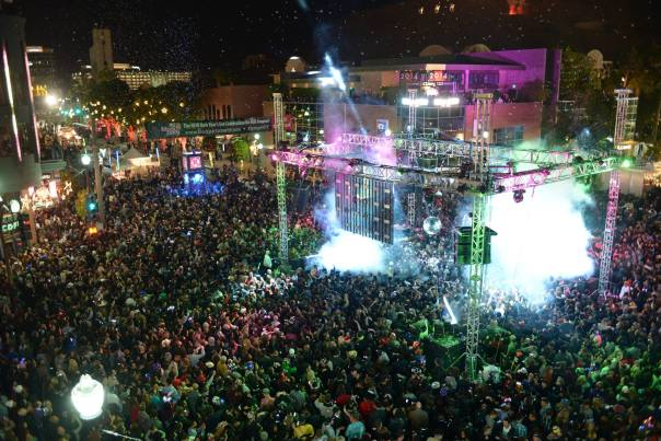 new-year-s-eve-block-party-on-mill-avenue-tempe-az