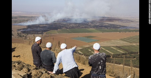 Syrian rebels seize Golan Heights border crossing