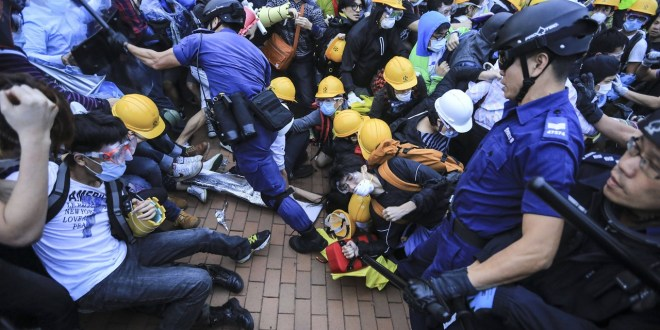 Hong Kong Protests: Occupy Central Founders to Surrender to police