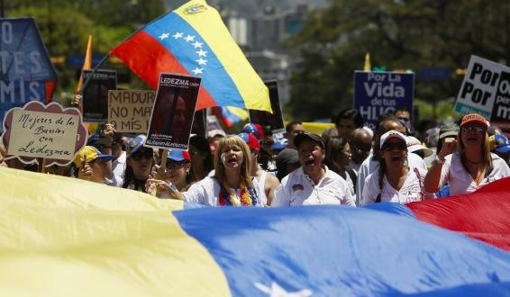 U.S. declares Venezuela a national security threat, sanctions top officials