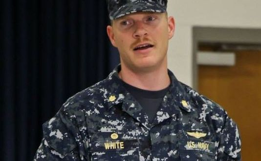 Navy unlikely to charge officer who fired at gunman