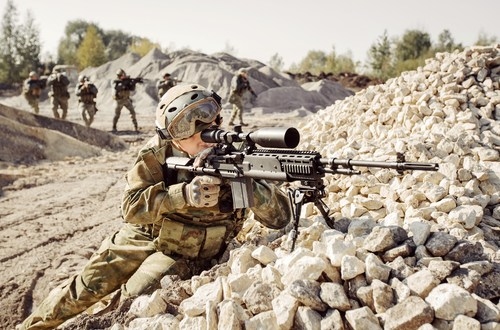 British special forces sniper kills ISIS bearded executioner seconds before he can behead Shiite father and son
