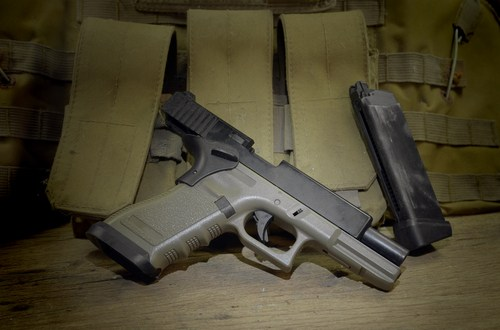 Gun makers discuss offerings for new Army pistol