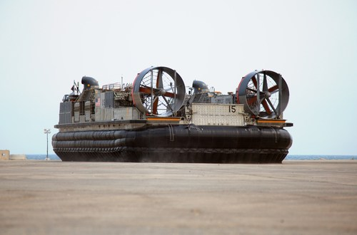 Surface Navy 2016: Textron, navy exploring in-water launch ramps for new hovercraft | IHS Jane's 360