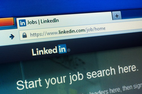 Millions of hacked LinkedIn IDs advertised 'for sale' – BBC News