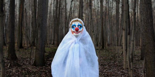 Creepy nocturnal clown sightings leave US police baffled | BBC News