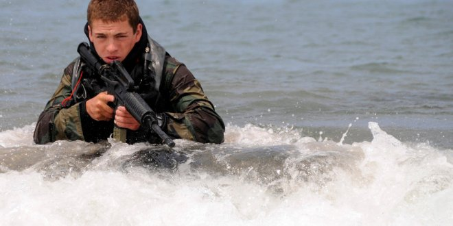 The Navy will offer some sailors $100,000 to stay in uniform | Business Insider
