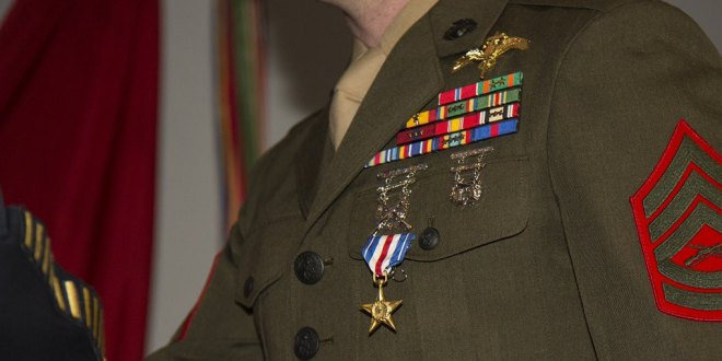 Marine Raider receives Silver Star for actions during terror attack in Mali | Marine Corps Times