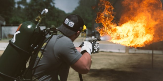 Green Berets are using flamethrowers to help the NFL build strong teams this football season | Business Insider