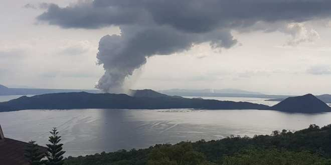 PH Navy's elite force provides assistance to affected communities in Taal eruption | UNTV