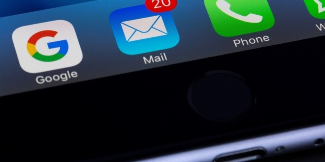 Apple iPhone at risk of hacking through email app | BBC News