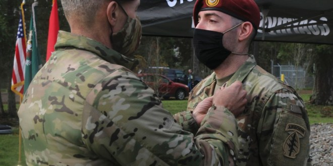 Soldier who risked his life to pull man from burning car gets award for bravery | Stars & Stripes