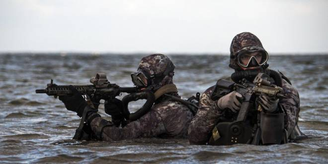 All US special operators train for combat diving, but Navy SEALs take it to another level | Business Insider