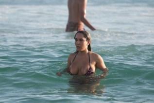 Flagra! Mulher Melão pelada na praia de nudismo de Abricó RJ download