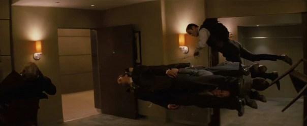 Sognatori in assenza di peso, scena tratta dal film Inception