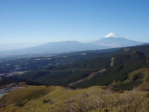 800px-Mount_Fuji_and_Mount_Ashitaka_20101204_b
