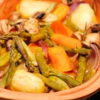 Kyllinglår i leirgryte med asparges og sjampinjong