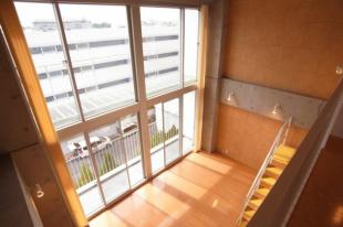 駒沢大学駅1分、王道のメゾネットSOHO。