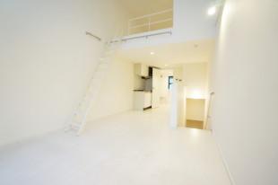 【募集終了】神楽坂、天井高5メートルのメゾネット。ロフト部分をどう生かすか。
