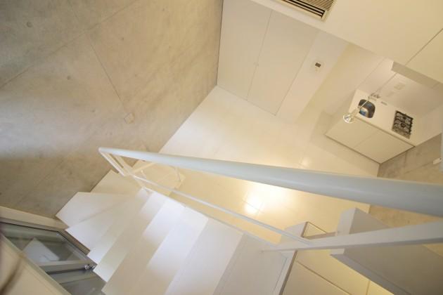 Modelia_Brut_Toritsudai-stairs1-sohotokyo