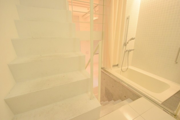 moderiaBrut_omotesando-001-stairs-01-sohotokyo