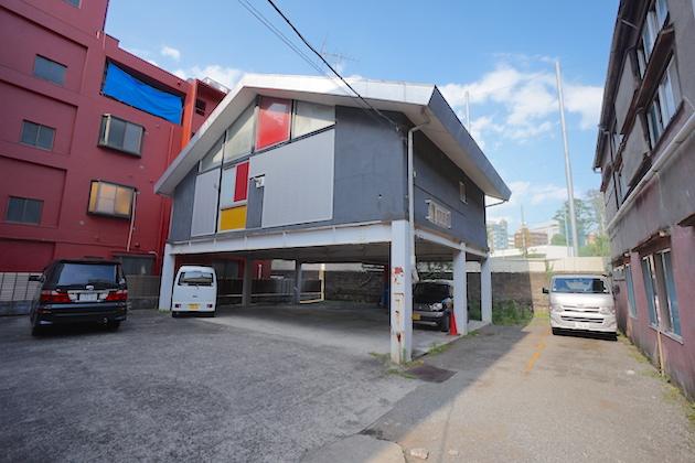 shinjuku-4chome-building-facade-2