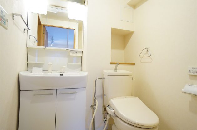 minamiaoyama_residence-402-bathroom-01-sohotokyo