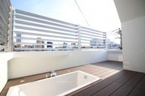 東新宿。露天風呂のある変わり種オフィス。