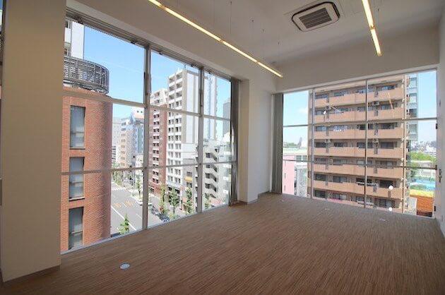 【募集終了】恵比寿、駒沢通り沿い天高5mの開放的オフィス