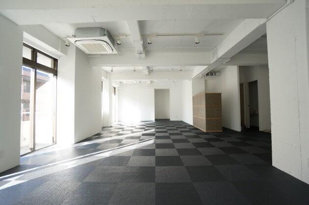 南青山5丁目。天井高3mのフルリノベオフィス