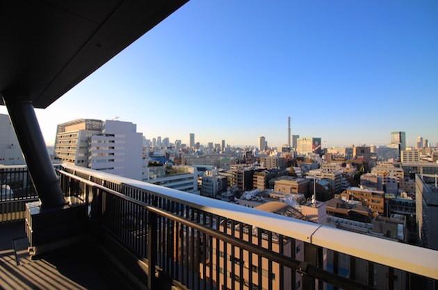 麹町、30帖のリビング、高層階からの景色を愉しむ