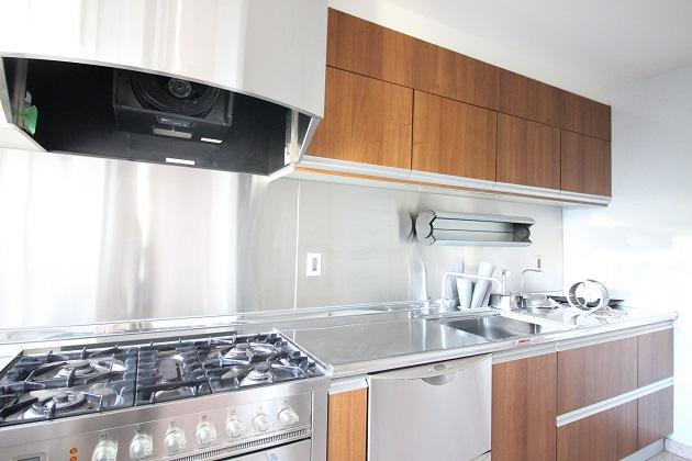 takagichoskymanshon-301-kitchen-01-sohotokyo.jpg
