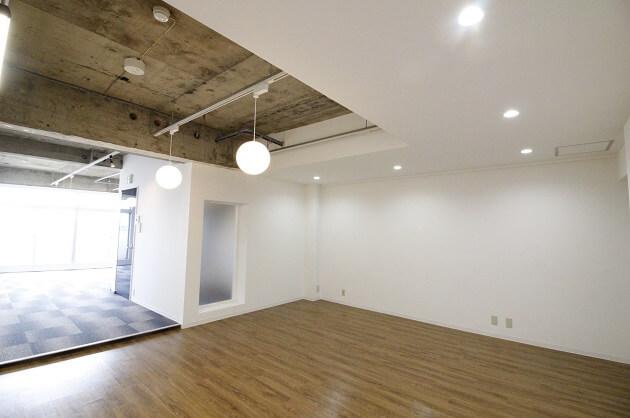 四谷、新宿通り沿いで立地良好なデザイナーズオフィス。<p>[新宿区/56万/93㎡]